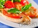 Рецепта Печено пилешко филе по италиански с домати, пармезан и сирене моцарела